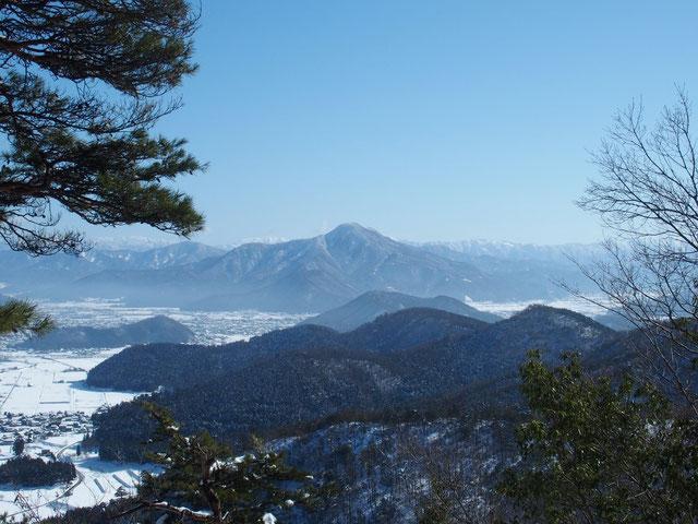 日野山が凛々しい姿で見守ってくれている。次の好天日は日野山ですね。