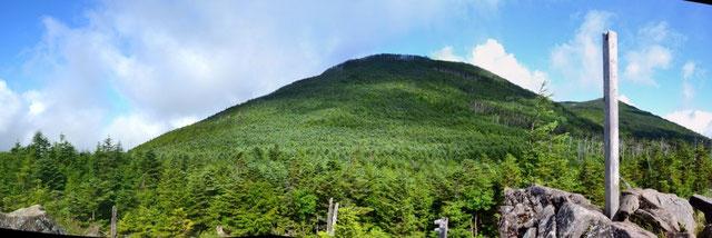 中小場から茶臼山と縞枯山を望む