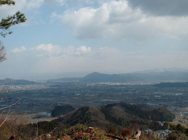 文殊山です。十分晴れていればこの先に白山が見える・・・今日は残念!