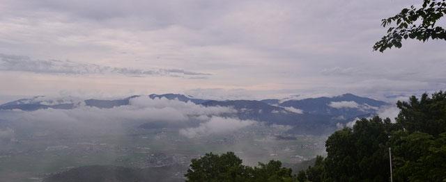 山頂から加越国境・白山の展望