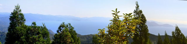山頂では、敦賀湾を一望しながらのお昼でした