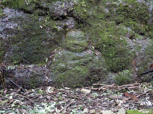何時もこの磨崖仏が迎えてくれ、安心して登ることが出来ます
