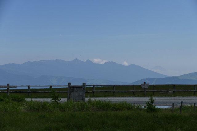 八ヶ岳の峰々・・・右手編笠山の先に富士山が望めた