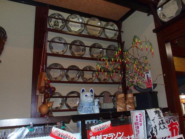 """瀬戸焼の """"馬の目"""" と教えてもらった。調べてみると江戸時代から明治初めの頃のものですが今また人気で焼いています。これはほんの一部だそうです。ほかにも沢山飾ってあったが、貯蔵しているのはまだまだ沢山だそうです。"""
