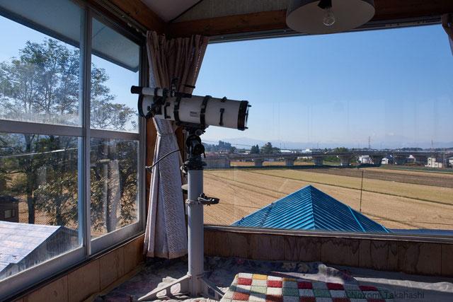 展望台からは稲刈りの終わったあとの田んぼが一望できる。