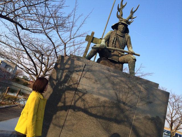 桑名の九華公園内の忠勝公の銅像↑