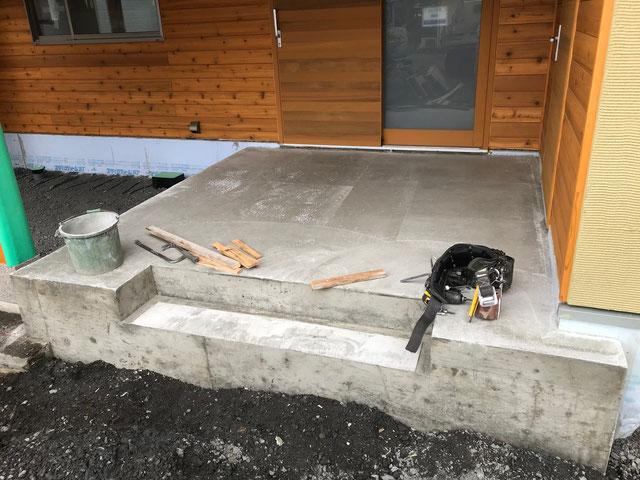 栃木県のバルコニー菜園のある家の家づくりの様子/型枠の撤去