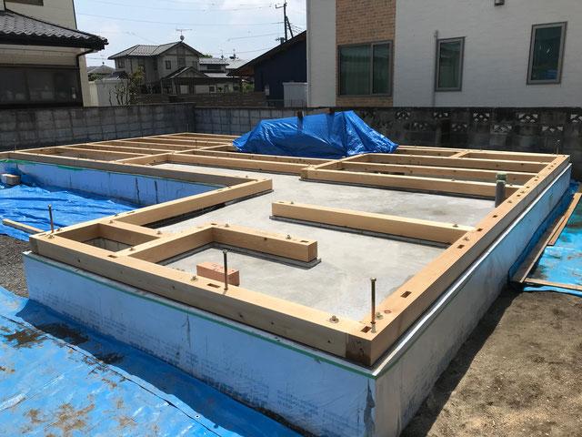栃木県のバルコニー菜園のある家の家づくりの様子/土台敷き