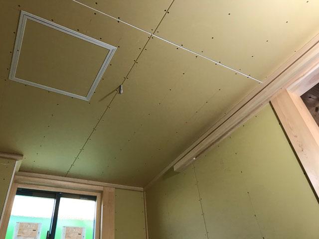 栃木県のバルコニー菜園のある家の家づくりの様子/天井の下地施工
