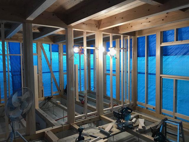 栃木県のバルコニー菜園のある家の家づくりの様子/間柱の施工