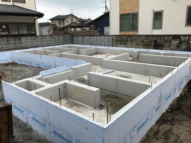 栃木県のバルコニー菜園のある家の家づくりの様子/型枠外し