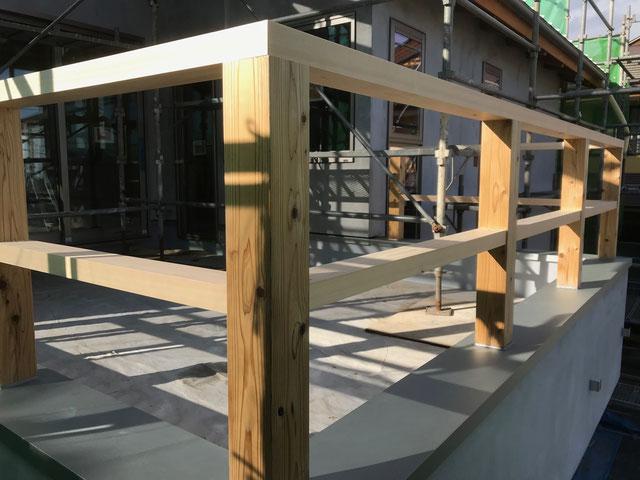 栃木県のバルコニー菜園のある家の家づくりの様子/手摺の造作