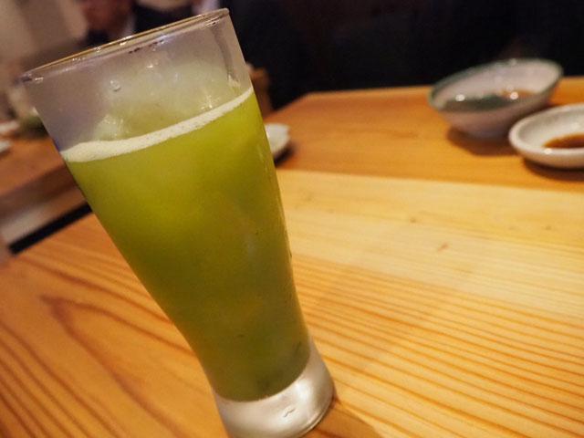 2杯目は仁淀川町で話題の、沢渡茶サワー