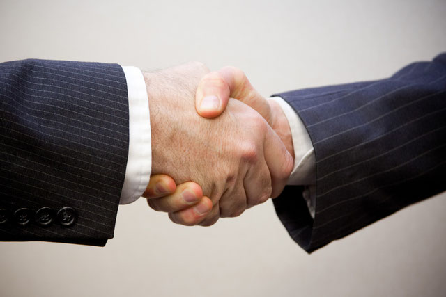 © Photo: Flazingo Photos (Handshake - 2 men - under CC BY-SA 2.0)