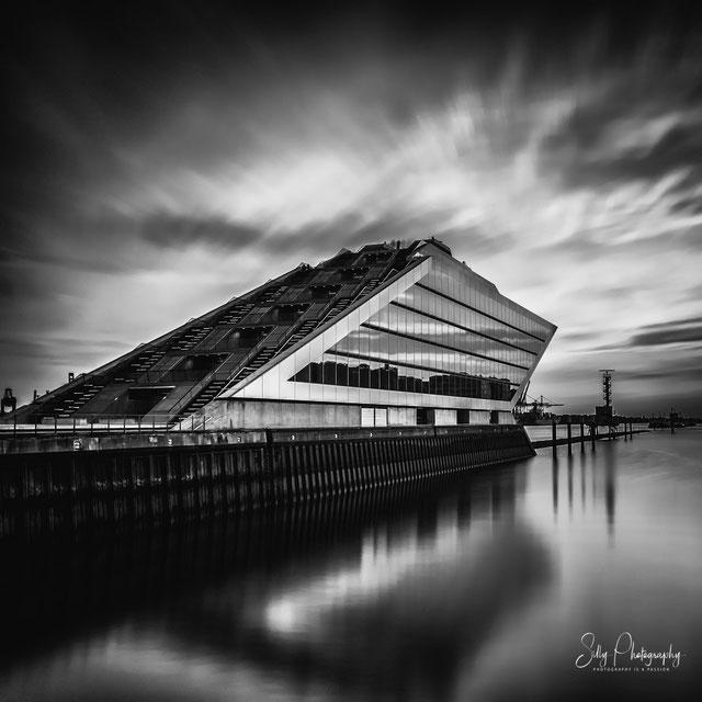 Hamburg / Dockland, 2015, Langzeitbelichtung, © Silly Photography