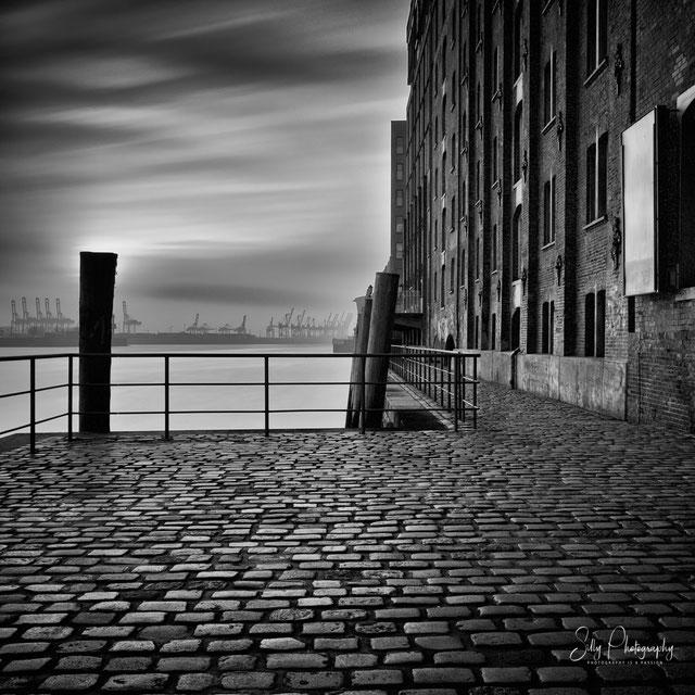 Hamburg / Hamburger Hafen, Fischmarkt, Hafenkräne, Langzeitbelichtung, 2015, © Silly Photography