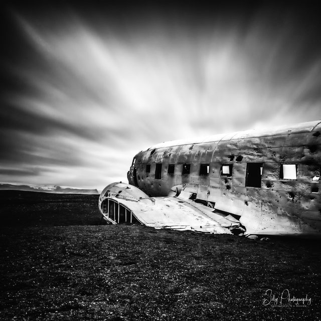 Island, Flugzeugwrack, schwarzer Strand, Langzeitbelichtung, 2015, © Silly Photography