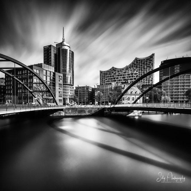 Hamburg / Hafencity, Elbphilharmonie, Kehrwiener, Niederbaumbrücke, Hamburger Hafen, Langzeitbelichtung, 2016, © Silly Photography
