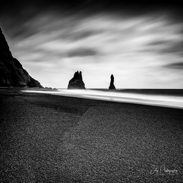 Island, Vik i Myrdal, Reynisdrangar, schwarzer Strand, Langzeitbelichtung, 2015, © Silly Photography