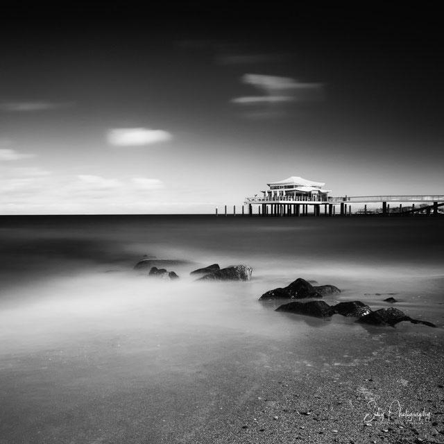 """Timmendorfer Strand, Seebrücke, Teehaus, """"Wolkenlos"""", Langzeitbelichtung, 2015, © Silly Photography"""