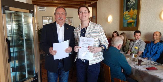 Wilma Jansen erhielt vom Landesvorsitzenden Volker Strub die RTV-Ehrennadel in Bronze.