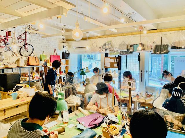 レザークラフト教室ヨコハマセリエ横浜元町教室水曜日クラスの様子