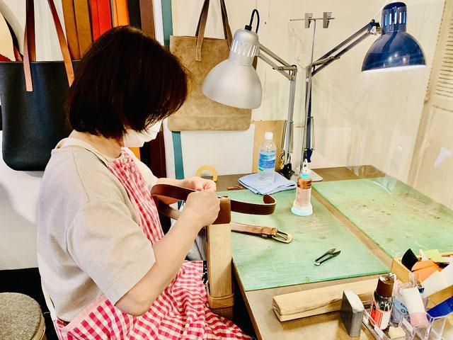 革の手縫い練習