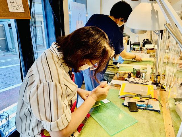 レザークラフト教室ヨコハマセリエ横浜元町教室6
