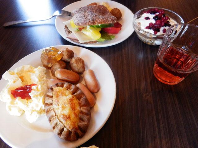 ジャム、ライ麦パン、カレリアパイ。フィンランドで定番の食事