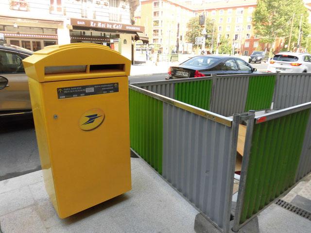 パリの郵便ポスト