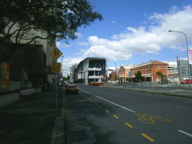 オーストラリア ブリスベンも電柱がない
