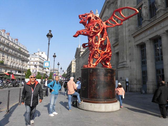 パリ北駅前 やはり電柱はない