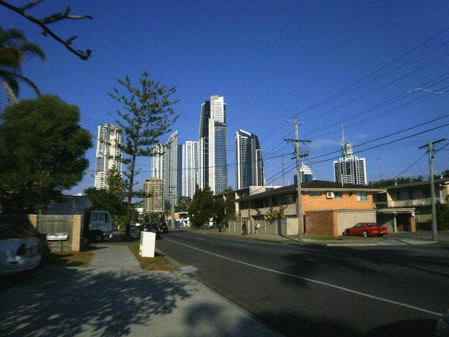 オーストラリア ゴールドコーストの住宅地は電柱がありました