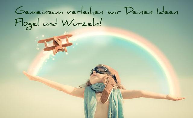 Motto Bild: Gemeinsam verleihen wir Deinen Ideen Flügel und Wurzeln!
