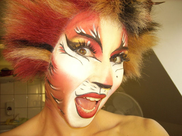 BOMBALURINA  Make-up
