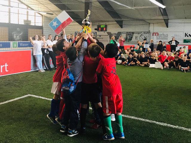Pokalübergabe Siegerteam WK II- Heinrich-Neuy-Schule