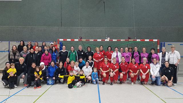 Borghorster Ü30-Team mit dem seinen Fans