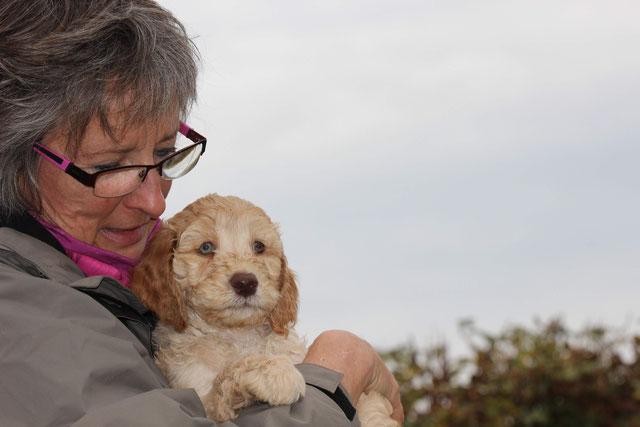 Hundetrainerin Sabine mit Benji