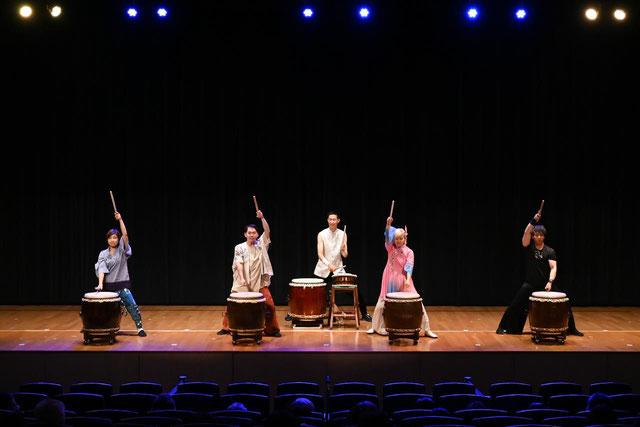 第10回TAIKO-LAB川口・蕨・鳩ケ谷発表会『和太鼓フェスタ2017響』講師演奏 【写真提供:フォトチョイス】