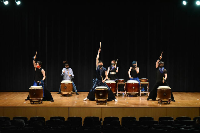 第16回TAIKO-LAB川口・蕨・鳩ケ谷発表会『和太鼓フェスタ2021宴』講師演奏 【写真提供:フォトチョイス】