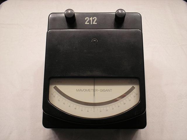 Labor Messgeräte mit Vor und Nebenwiderstände bis 1500 Volt und 150 Ampere Gleichstrom der Fa. Gossen um ca. 1950