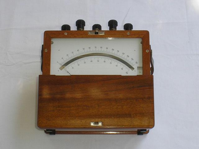 Gossen  Universal Volt und Ampere Meter für die Post. Gefertigt 1950