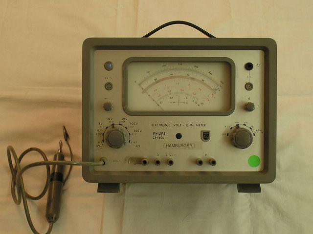 Röhrenvoltmeter GM 6001 Fa. Philips Eindhoven Niederlande  Baujahr 1957
