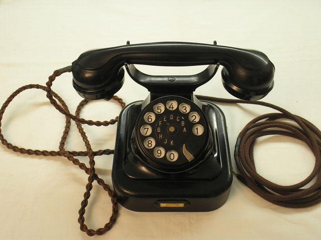 Siemens & Halske – Berlin - Telefon Tischapparat  W 28/SA 28  –  Modell 26  schwarz.