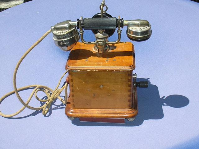 OB - Telefon Apparat mit zweithörer  Fertigungsjahr 1910 Frankreich