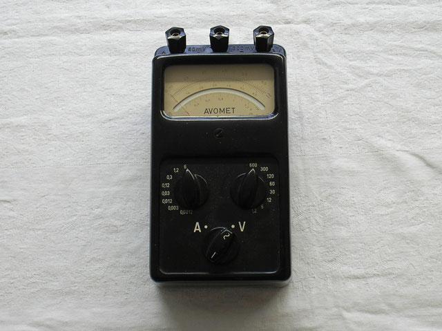 Multimeter Metra Blansko von 1956 für Wechsel und Gleichstrom.