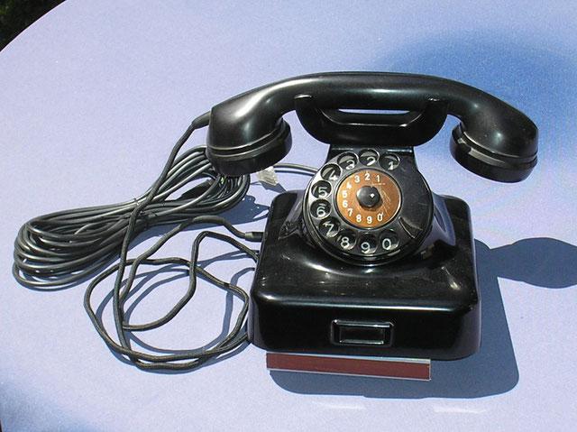 ZB Telefonapparat Modell W 48 standart schwarz von Siemens & Halske Berlin. Fertigung  1958