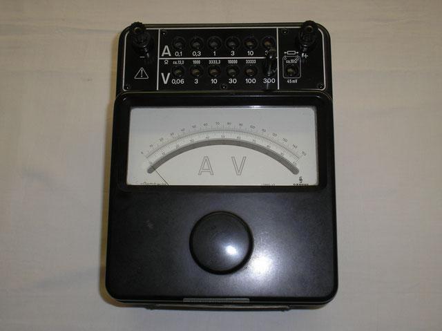 Präzisionsinstrument für Gleichstrom Typ. 10 Uhm Multimeter der Fa. Siemens & Halske Berlin