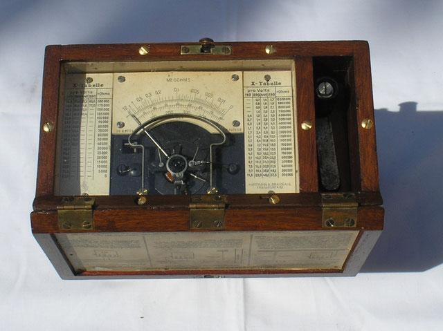 Isolations – Messgerät mit Induktor der Fa. Hartmann & Braun von 1919