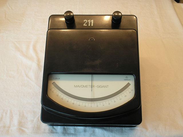 Anzeige Multimeter mit Vor u. Nebenwiderstände Typ. Gigant der Fa. Gossen Erlangen von 1950